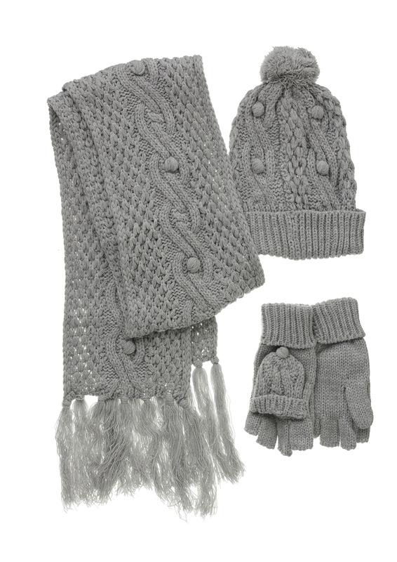 Gorro 4€, guantes 4€ y bufanda lurex por 6€