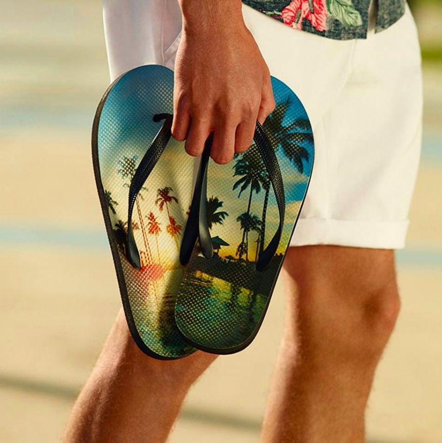 Chanclas para chico del catálogo de Primark primavera verano 2014. Chanclas para chicos con estampado de palmeras a la venta en tiendas Primark España.  - Chanclas: 2 euros