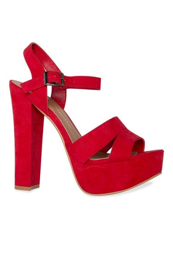 Zapatos de tacón de ante rojos con plataforma