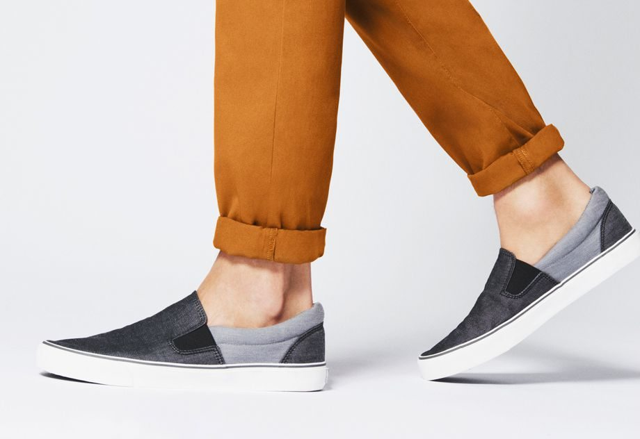 Zapatillas de tela sin cordones 9 €