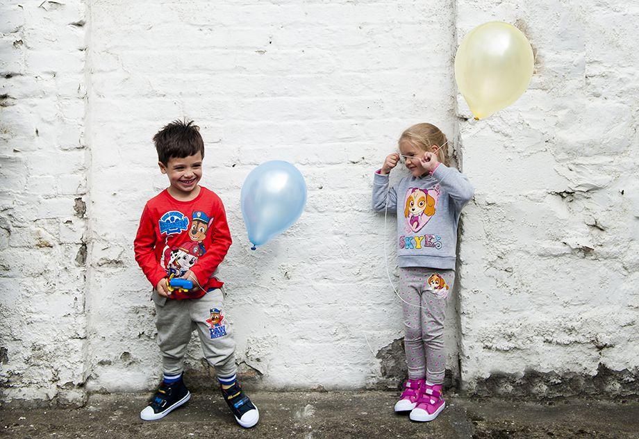 Camiseta de Chase y Marshall 7 €, pantalón de chándal 10 €, zapatillas 14 €. Jersey de Skye 12 €, mallas de Skye 6 €, zapatillas rosas 12 €