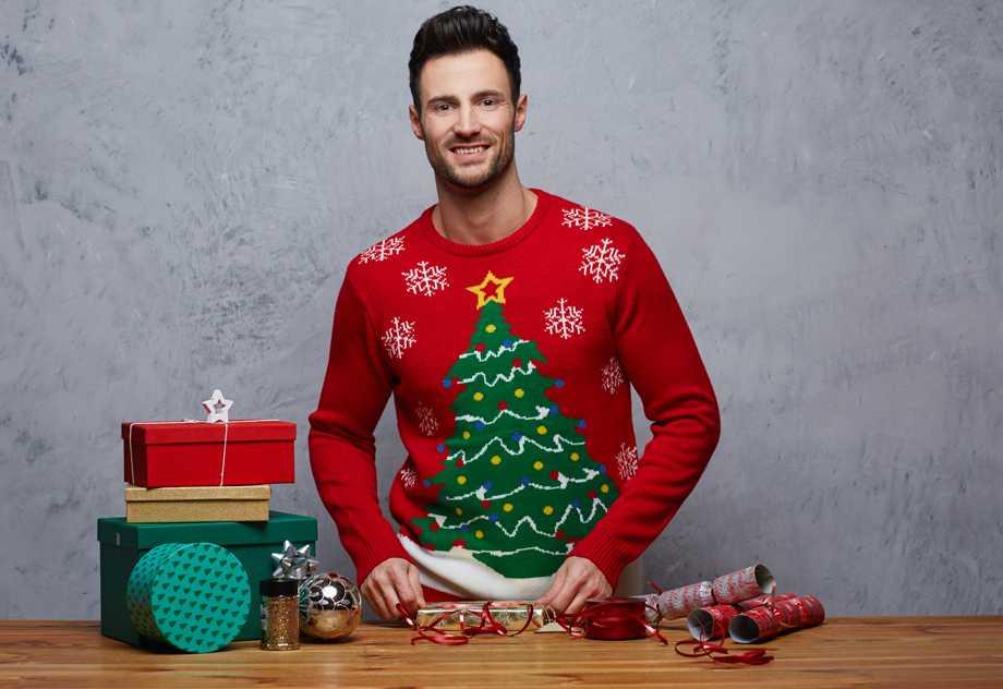 Jersey navideño con árbol de Navidad  12 €