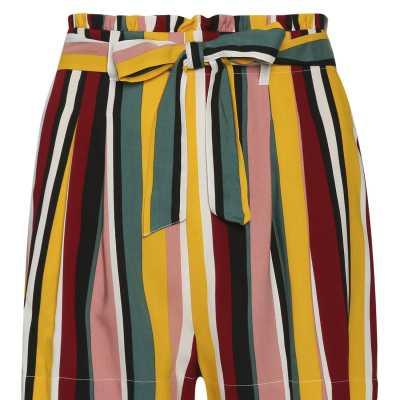 Los shorts coloridos son lo que necesitas para esta primavera